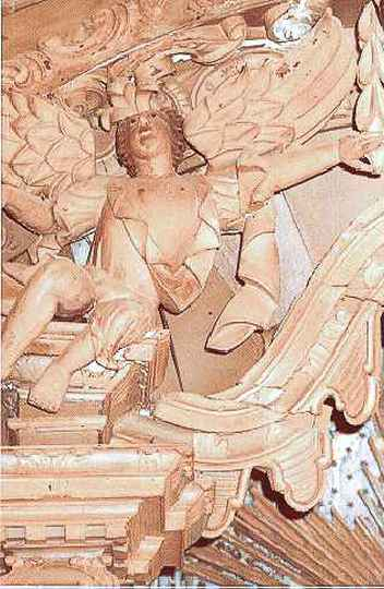 Anjo desaparecido de igreja em Pedro Leopoldo (MG)