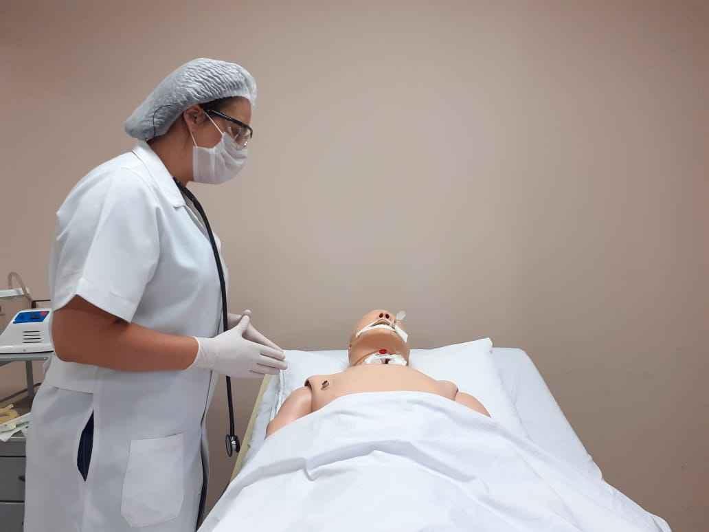 Treinamento que simula orientação ao pacientes antes da realização de procedimento