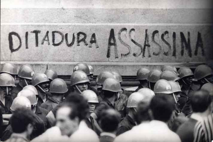 Manifestação no Rio de Janeiro em 1968. Arquivo Nacional, Correio da Manhã, PH FOT 00229.461.