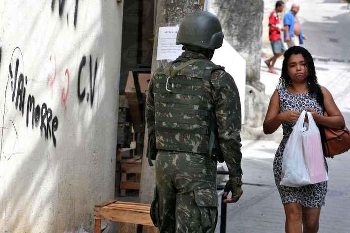 Intervenção no Rio leva a debates no Brasil