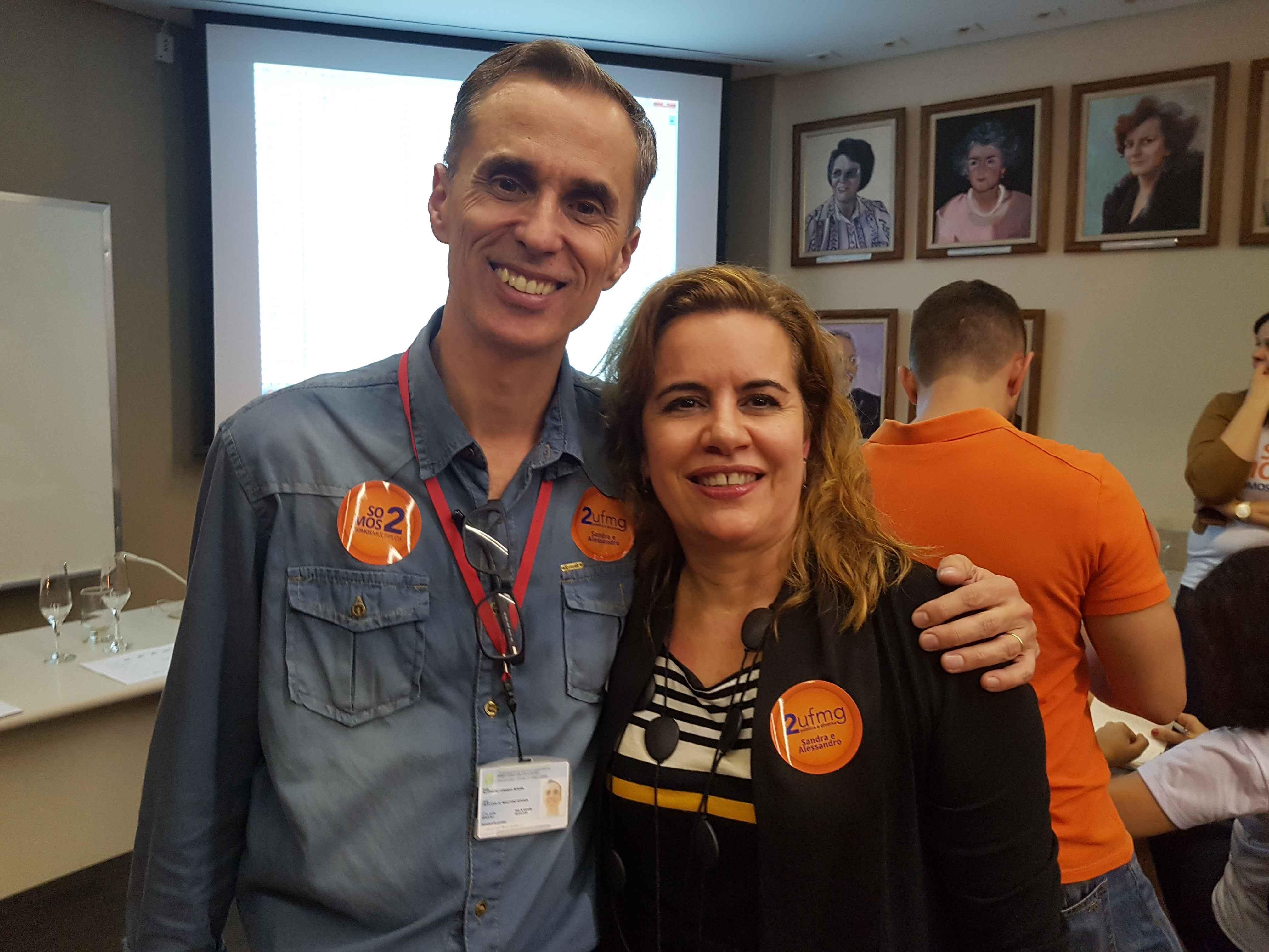 Alessandro e Sandra durante a apuração dos votos da consulta