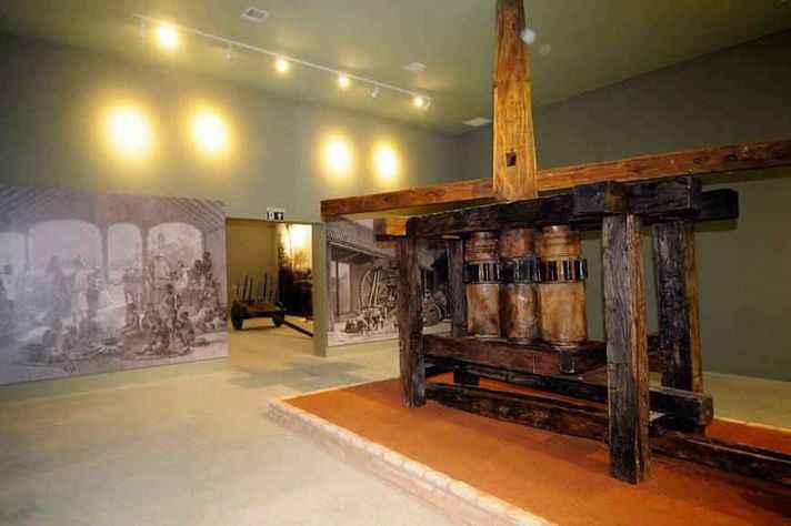 Moinho do século 19, n Museu da Cachaça de Salinas