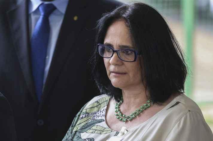 Ministra da Mulher, Família e Direitos Humanos, Damares Alves, tem pressa na votação do Estatuto do Nascituro