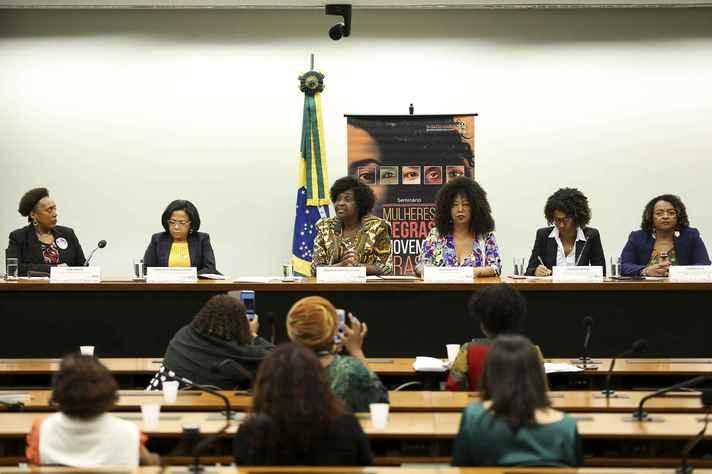 No Brasil, mulheres negras representam 3% dos docentes que orientam na pós-graduação