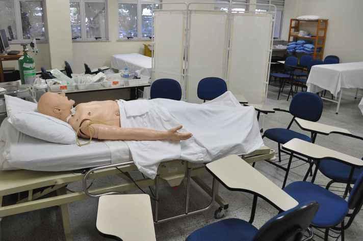 Laboratório de ensino da Escola de Enfermagem, um dos contemplados na chamada de 2018