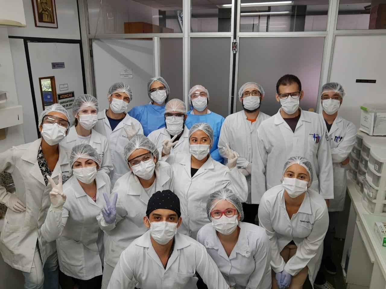 Equipe do Laboratório de Vírus do ICB