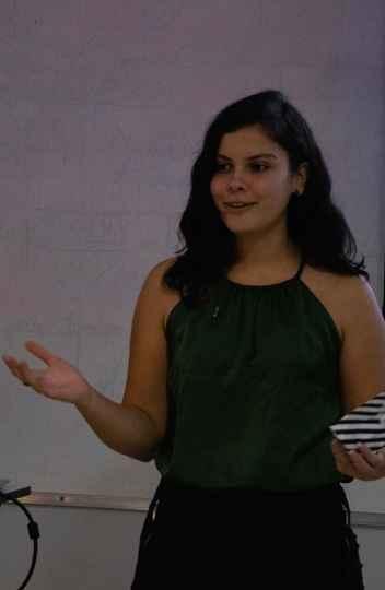 Camila Lima em evento do Student Chapter. A estudante compõe a diretoria de comunicação e marketing do grupo