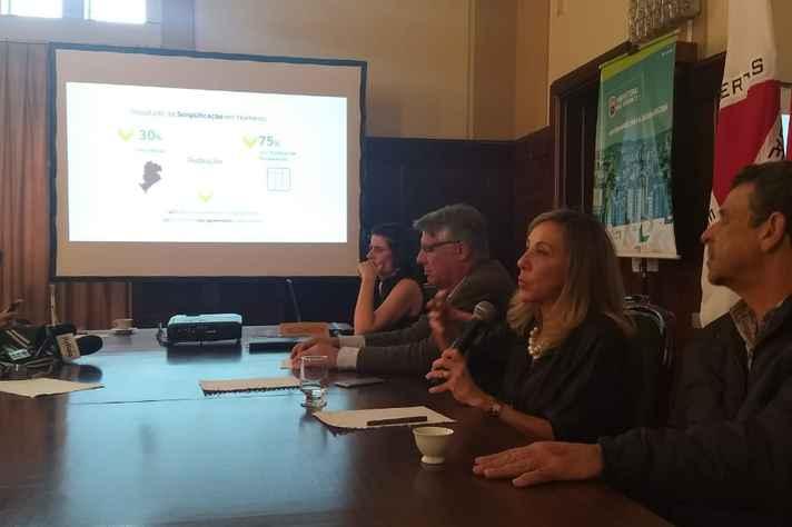 Na imagem, a secretária municipal de Política Urbana, Maria Caldas