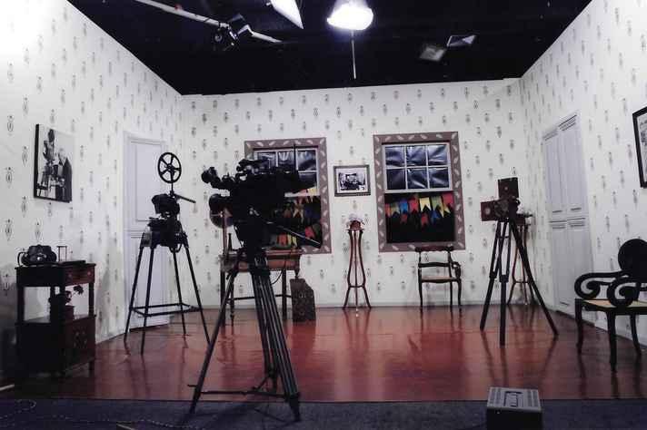 Cenário do vídeo Bonfioli, o fazedor de fitas (2000), produzido na Escola de Belas Artes, sobre um dos pioneiros do cinema brasileiro