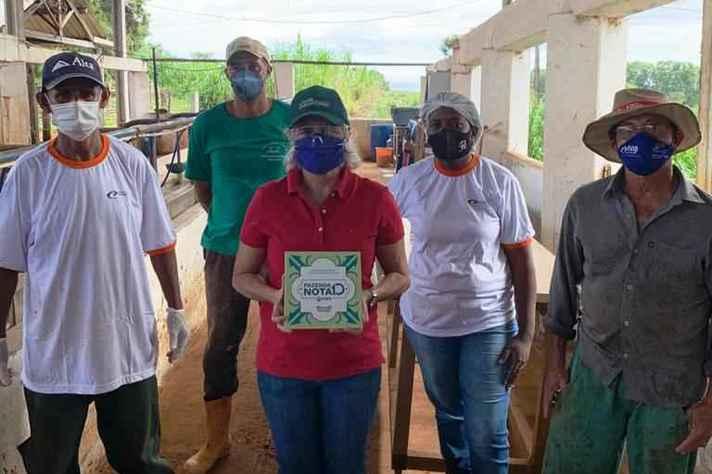 Equipe da Fazenda Experimental certificada: Fazenda Nota 10