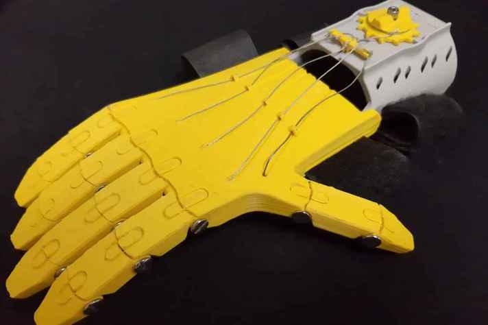 Modelo da prótese de mão desenvolvida por Rodrigo Romero