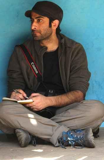 Showkat Shafi retratou uma centena de refugiados