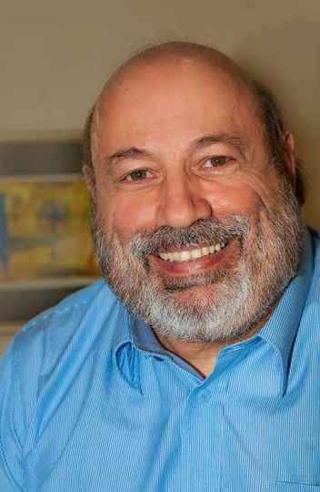 Jair Raso é escritor, diretor de teatro, neurocirurgião e professor.