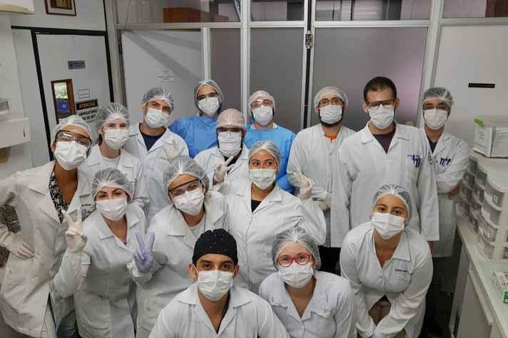 Equipe do Laboratório de Vírus é um dos vários grupos da UFMG envolvidos no combate à Covid-19