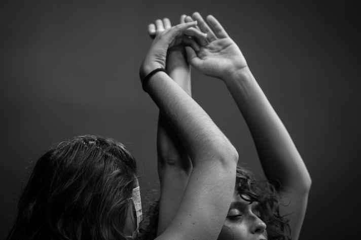 Oficina 'Olhando sem olhos' propõe coreografias para se dançar de olhos fechados