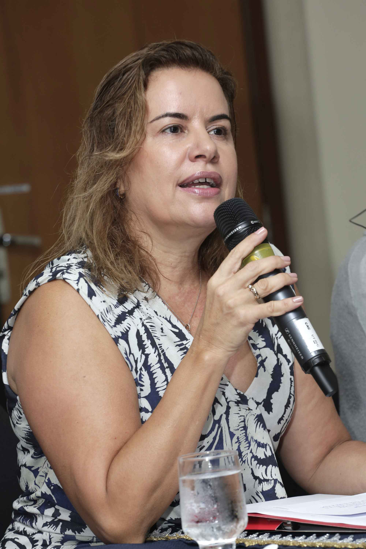 Reitora da UFMG: é preciso trabalharmos em redes de cooperação