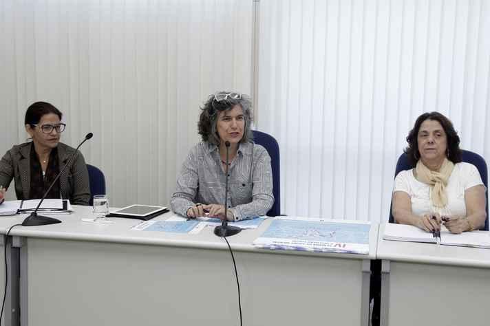 Marta Pimentel, Stella Goulart e Maria José Grillo abordaram a política de saúde mental na UFMG