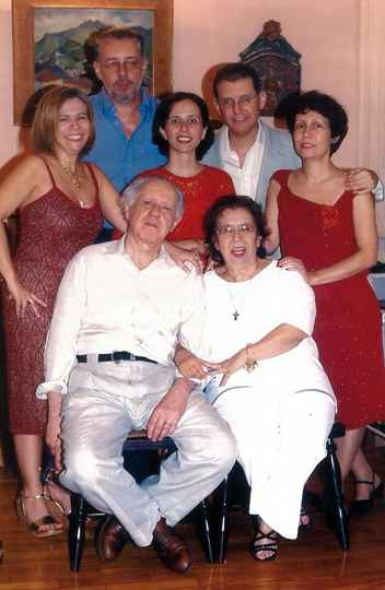 Affonso e Laís (sentados) e os Cristina, Paulo, Mônica, Carlos e Myriam (da esquerda para a direita)