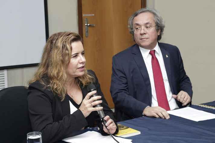 O professor João Salles foi apresentado pela reitora Sandra Regina Goulart Almeida