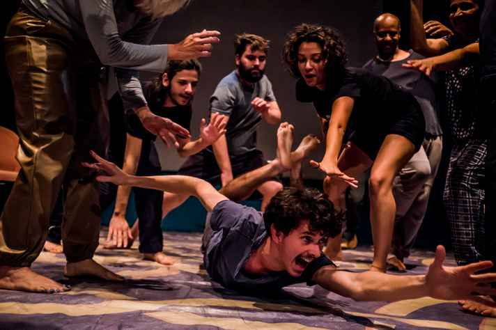 A oficina Solo em Foco, voltada para atores e poetas, ensina técnicas para elaboração de um espetáculo solo