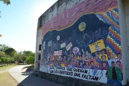 Painel na Faculdade de Ciências Sociais da Universidade de Córdoba, onde foi realizada a CRES 2018, alerta para as dores que ainda permanecem entre nós