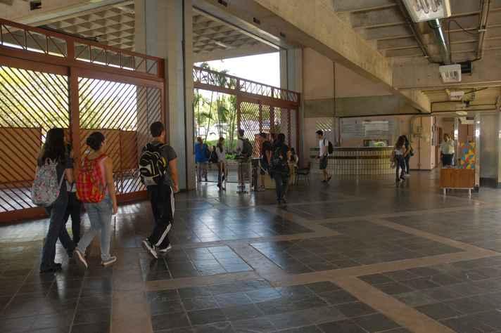Estudantes na Escola de Ciência da Informação