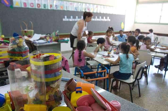 Professores de escolas particulares decidem cruzar os braços