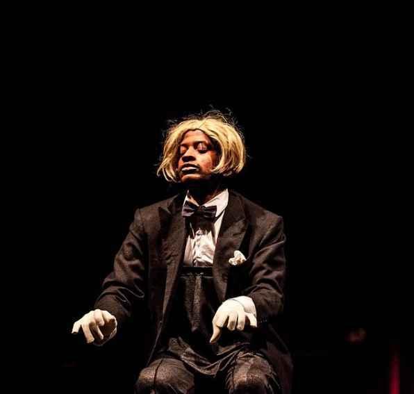 'O pianista', de e com Robert Gomez, tem como referencia de criação um número do personagem Mr. Bean com a mesma temática