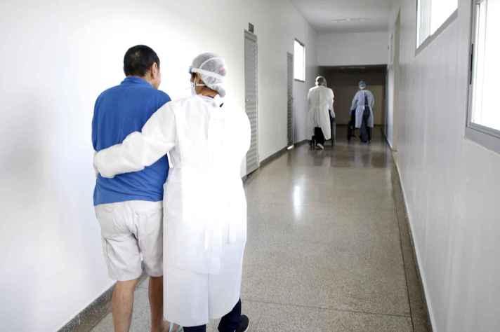 Em todo o mundo, pesquisas acompanham evolução da saúde de pacientes recuperados da covid-19