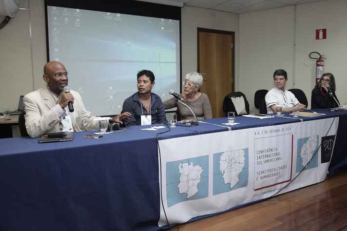 Michel DeGraff, Alberto Guarani Mbyá, Bruna Franchetto, Gilvan de Oliveira e Heliana Mello