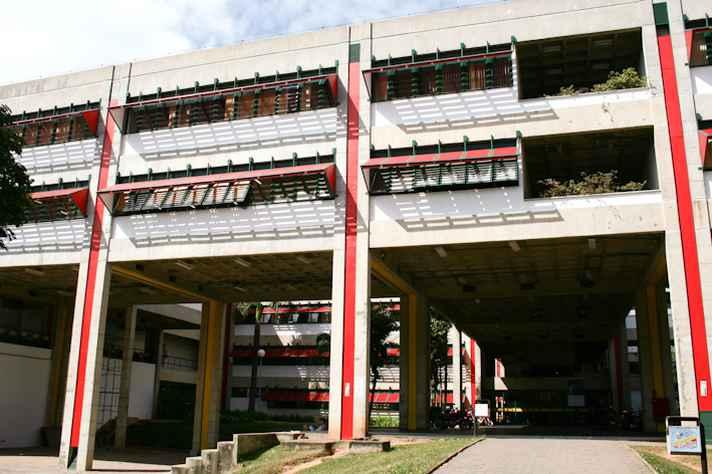 Entrada do prédio da Fafich, onde ocorrerão as oficinas e palestras do Simpósio