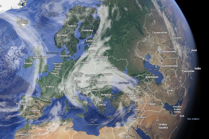 Céu da Europa na tarde de sexta, 8 de abril de 2016