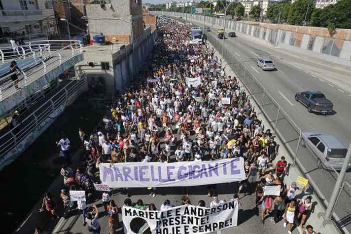 Protesto na favela da Maré contra os assassinatos da vereadora Marielle Franco (PSOL) e do motorista Anderson Pedro Gomes