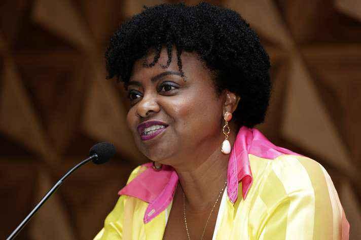 Uma das debatedoras do primeiro encontro, a professora Nilma Lino Gomes foi ministra-chefe da Secretaria de Políticas de Promoção da Igualdade Racial (2015), e do Ministério das Mulheres, da Igualdade Racial, da Juventude e dos Direitos Humanos (2015-2016)