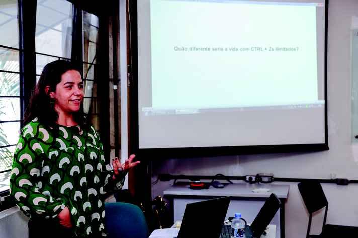 Ana Elise Novais: erupções digitais no mundo físico