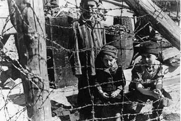 Crianças judias em Varsóvia, durante a vigência do nazismo