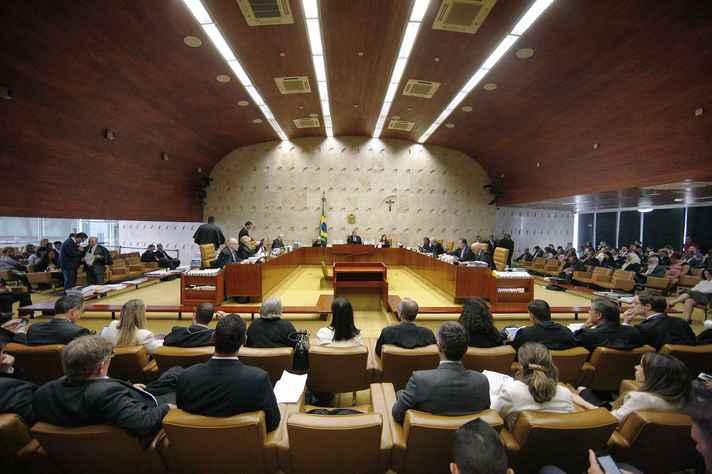 Plenário do STF discute se há omissão legislativa para criminalização de homofobia.