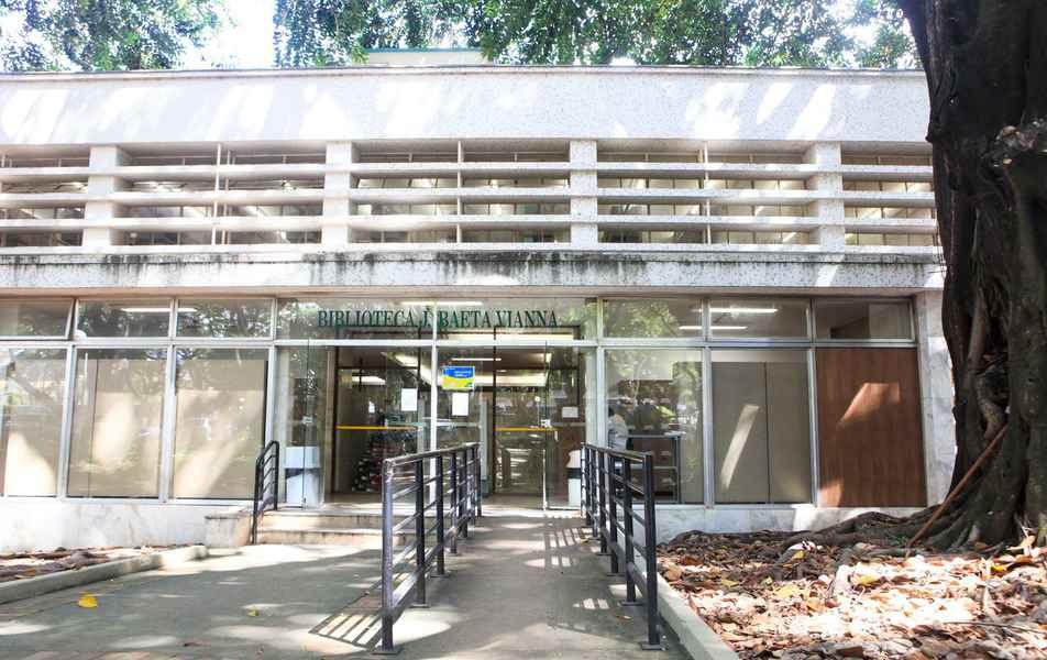 Vista da entrada da Biblioteca J. Baeta Vianna da Faculdade de Medicina da UFMG