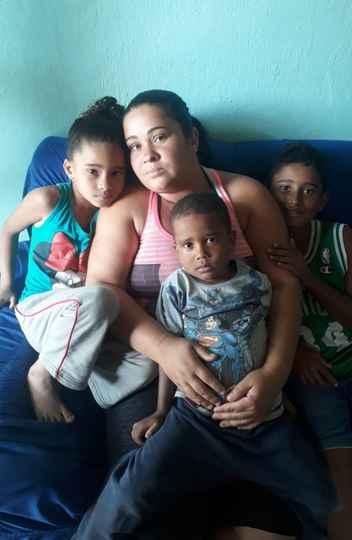 Mãe solo, Verônica Vieira depende do pagamento do auxílio emergencial