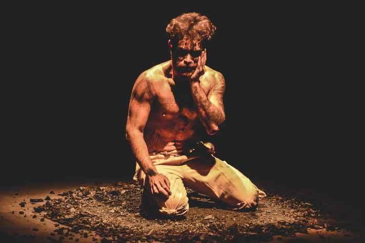 Espetáculo conta com interpretação solo do ator Matheus Soriedem