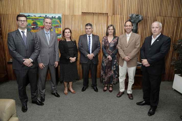 Da esquerda para a direita: Bernardo Silviano Brandão, Alessandro Fernandes Moreira, Sandra Goulart Almeida, Paulo Brant, Ana Flávia Machado, Coronel Guedes e Estevão Fiúza