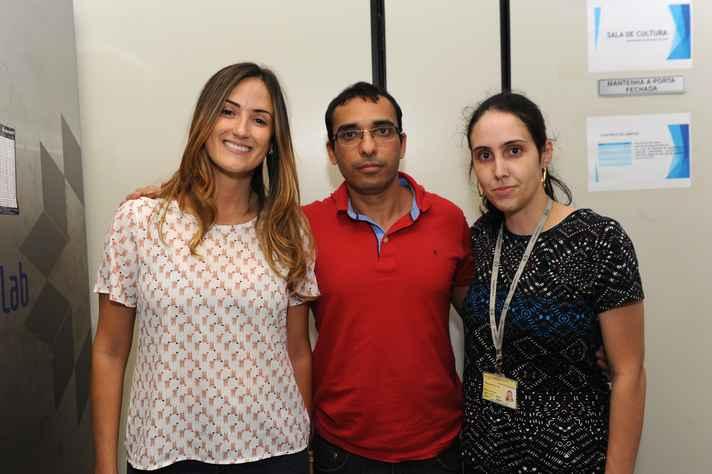 Fernanda Tonelli, à direita, com os pesquisadores Samyra Lacerda e Rodrigo Resende