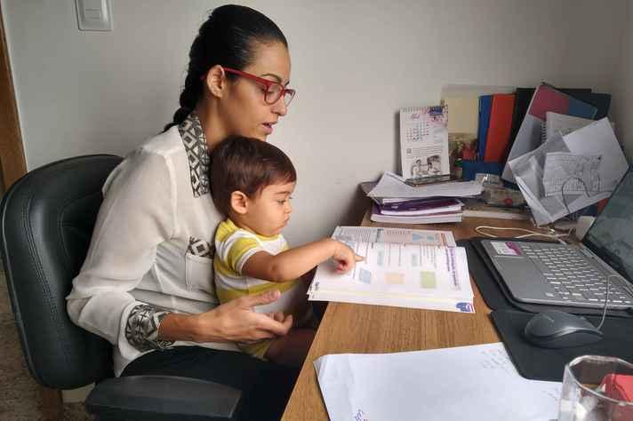 A professora de matemática Ana Luiza Rossi com o filho Rafael