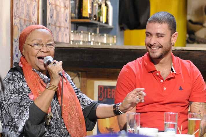 Dona Jandira, ao lado de Diogo Nogueira, em programa da TV Brasil