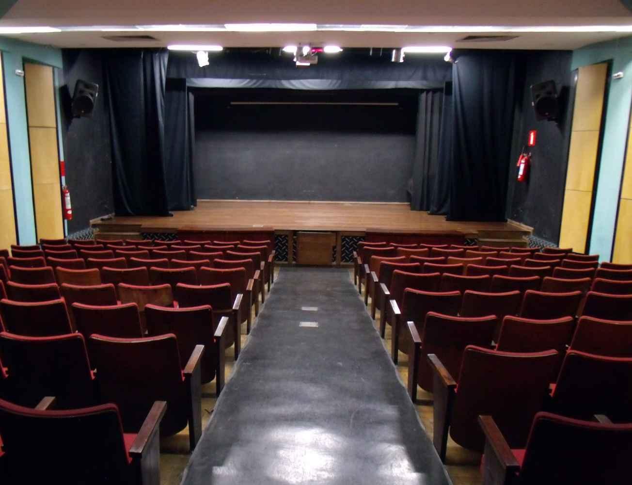 Auditório do Centro Cultural UFMG, que mantém programação regular de exibição de filmes clássicos
