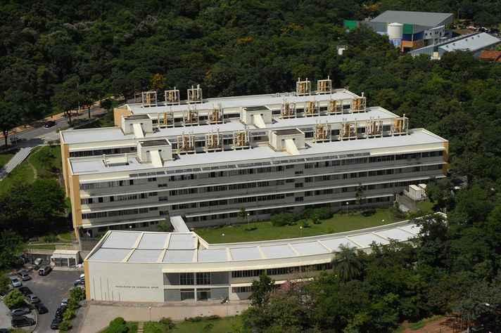 Vista aérea do prédio da Faculdade de Farmácia, sede do Programa de Pós-graduação em Ciência de Alimentos