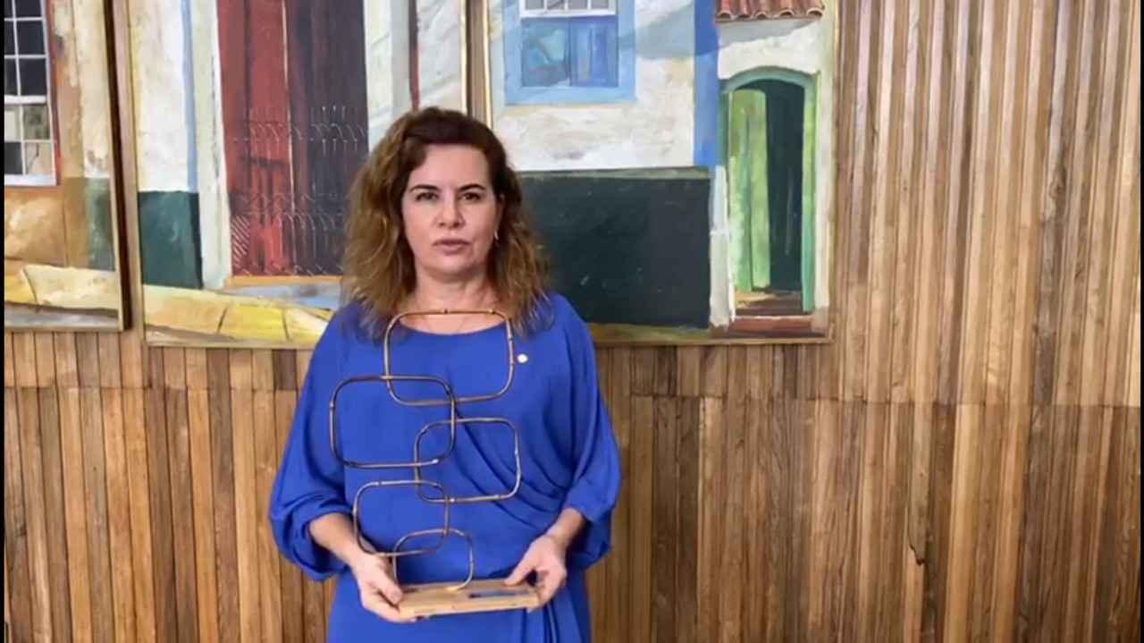 Reitora Sandra Goulart Almeida gravou um vídeo para a cerimônia de premiação: