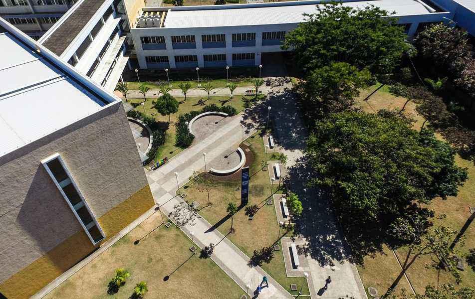 Vista aérea do prédio da Escola de Engenharia, no campus Pampulha