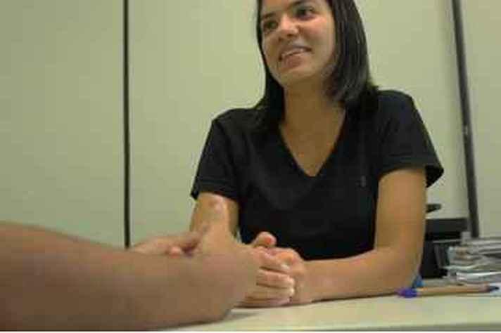 Paula de Sousa, uma das profissionais responsáveis pelo contato com os estudantes na Escuta Acadêmica da Prae
