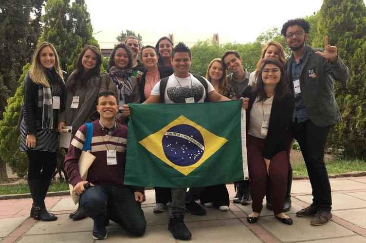Delegação de alunos da UFMG que apresentou trabalhos na 26ª edição das Jornadas